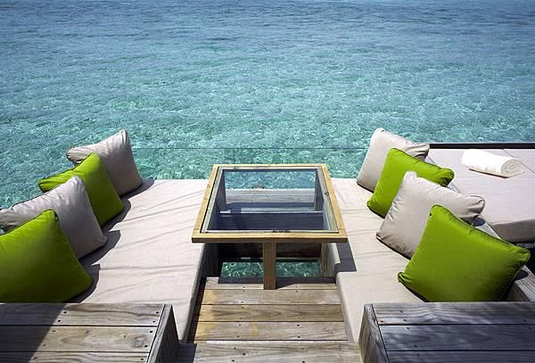 975x660_water_villa_deck.jpg