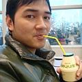 """傳說中來韓國必喝的""""香蕉牛奶"""",真的很香!!"""