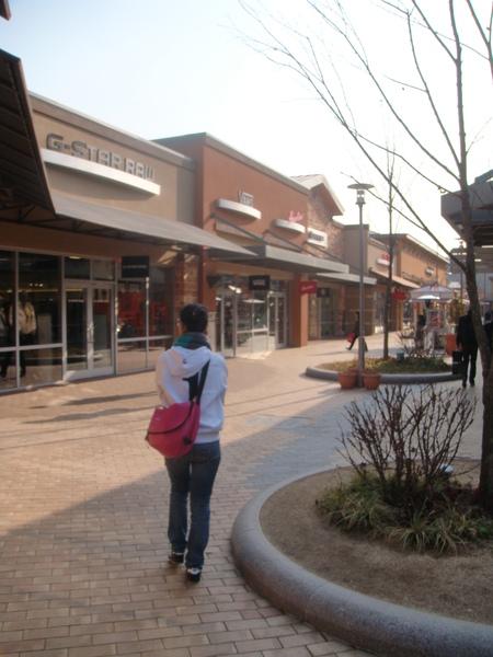 驪州OUTLET還真是大,像個小型社區一像