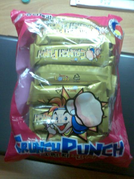 這是之前出現過的巧克力棒,一包一萬韓元