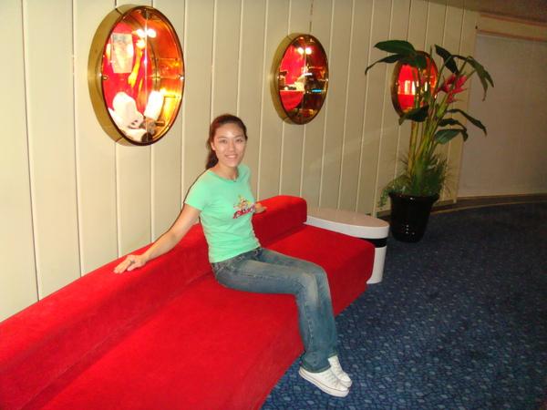 lobby旁的椅子