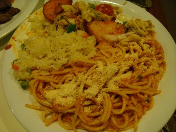 再來一盤義大利麵+炒飯
