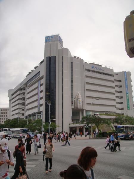 在十字路口的Ryubo百貨公司