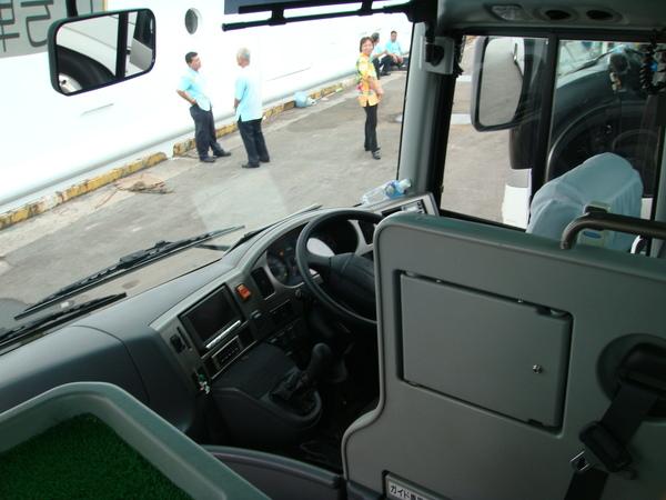 不習慣駕駛座在右邊