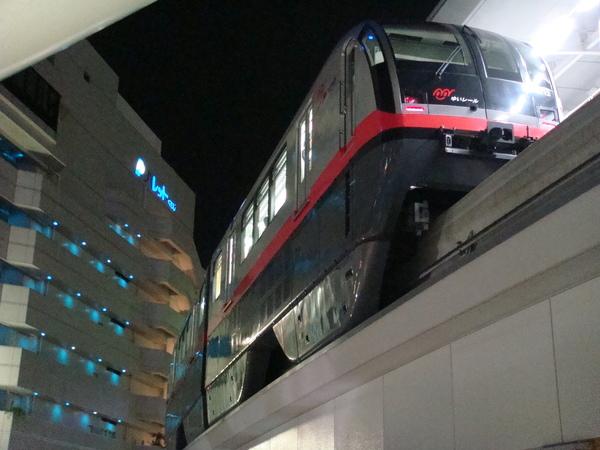 沖繩也有捷運耶~