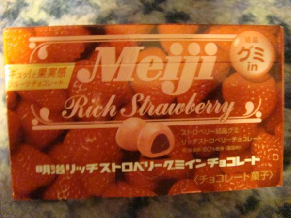 也買了一盒明治草莓巧克力