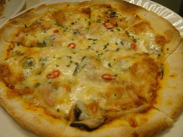 洋蔥燻雞薄脆披薩