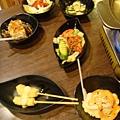 滿桌子的日式料理
