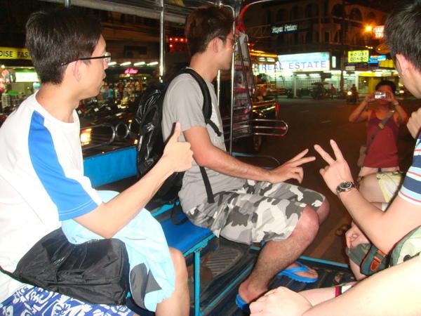 坐pattaya當地特色的雙排車