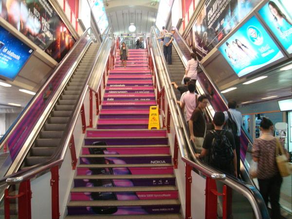 NOKIA的廣告把樓梯妝的好漂亮