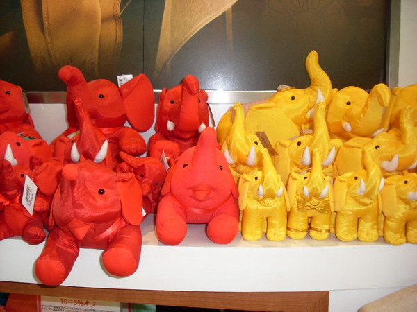 泰國免稅商店內賣的大象布偶