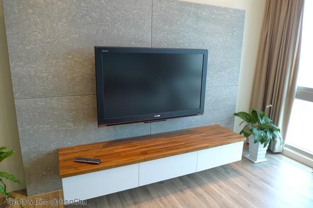 電視與質感的木質電視櫃台面.jpg