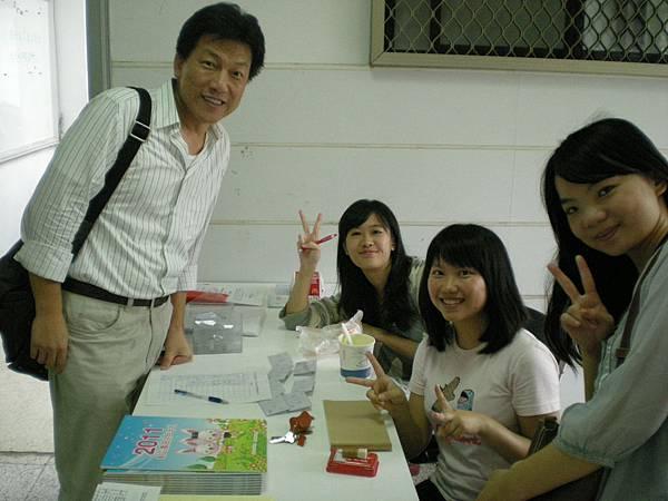林文淇老師 (左)