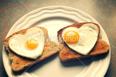 ist2_8401849-heart-shaped-eggs-on-toast-for-two.jpg