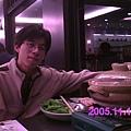 晚餐在喜凱亞內的餐廳吃~~照慣例也是要拍一張帥哥照啦~~