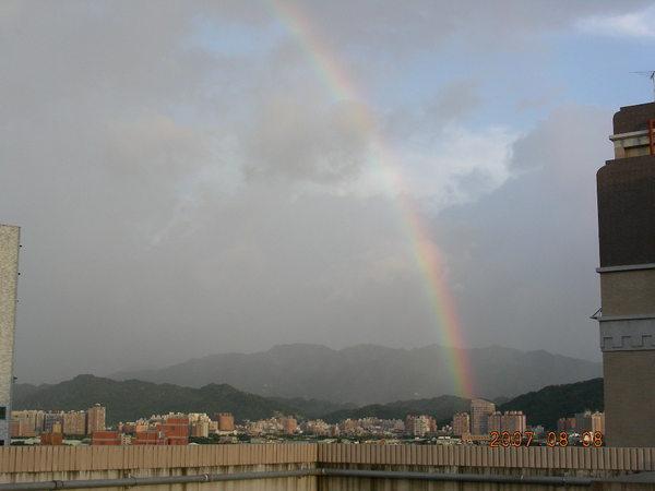 一上樓就看到彩虹