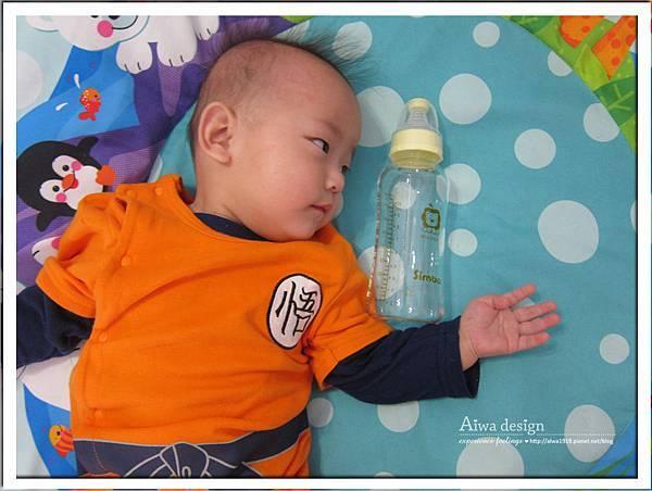 小獅王辛巴超輕鑽標準葫蘆玻璃大奶瓶-04.jpg