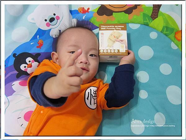 小獅王辛巴超輕鑽標準葫蘆玻璃大奶瓶-07.jpg