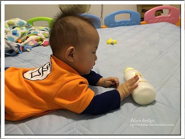 小獅王辛巴超輕鑽標準葫蘆玻璃大奶瓶-18.jpg