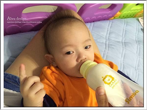 小獅王辛巴超輕鑽標準葫蘆玻璃大奶瓶-20.jpg