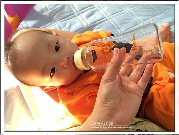 小獅王辛巴超輕鑽標準葫蘆玻璃大奶瓶-28.jpg