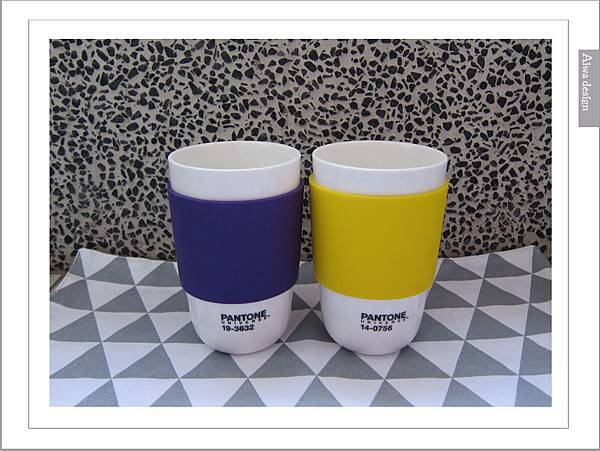PANTONE UNIVERSE馬克杯+矽膠隔熱杯-09.jpg