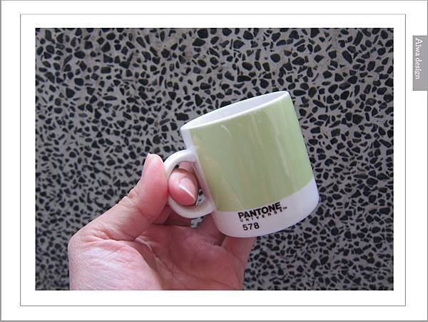 PANTONE UNIVERSE馬克杯+矽膠隔熱杯-15.jpg