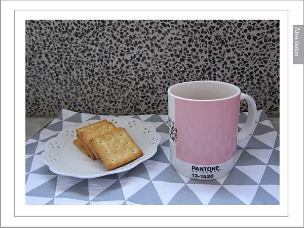 PANTONE UNIVERSE馬克杯+矽膠隔熱杯-18.jpg