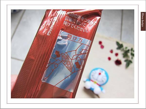 LOTTE TOPPO巧克力棒-微苦 濃郁微苦巧克力+酥脆蝴蝶餅身絕佳組合-06.jpg