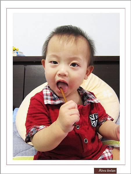 LOTTE TOPPO巧克力棒-微苦 濃郁微苦巧克力+酥脆蝴蝶餅身絕佳組合-12.jpg