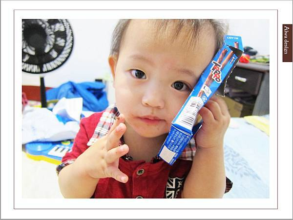 LOTTE TOPPO巧克力棒-微苦 濃郁微苦巧克力+酥脆蝴蝶餅身絕佳組合-17.jpg