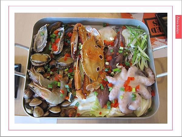 《新竹美食》【OMAYA春川炒雞】人氣高CP的「釜山巨無霸海鮮盆」每一口都是滿足的鮮甜甘美-01.jpg
