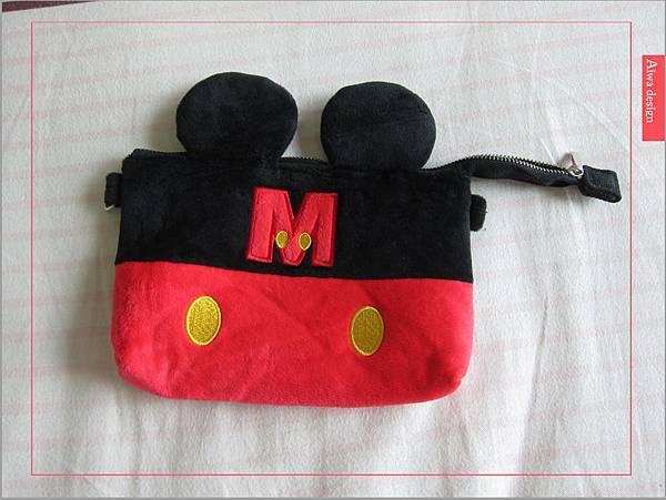 【俏媽咪穿搭】迪士尼造型可斜背觸控手機包,米奇造型超可愛-02.jpg