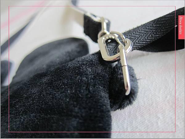 【俏媽咪穿搭】迪士尼造型可斜背觸控手機包,米奇造型超可愛-07.jpg