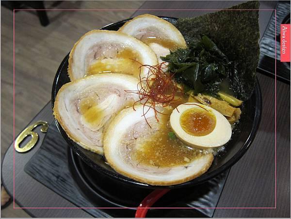 麵屋花魁!東京豚骨拉麵,一場華麗的視覺饗宴,一碗醇厚的拉麵美味!舌尖幻想的,眼睛先品嘗-15.jpg