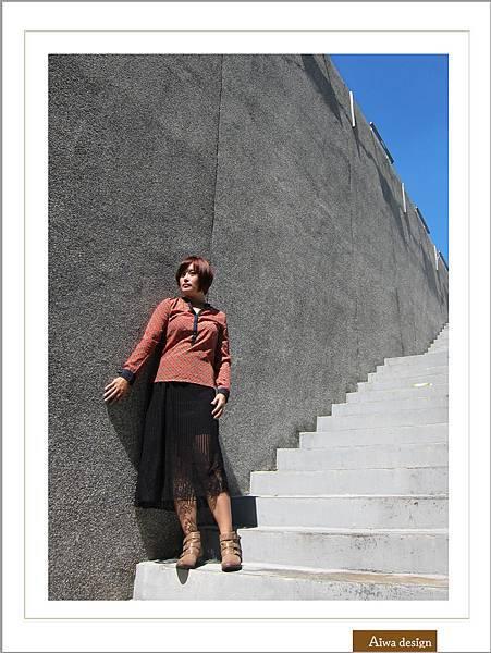 【穿搭】秋日LOOK,簡約氣質。穿上VINCE CAMUTO 扣環經典皮革短靴-05.jpg