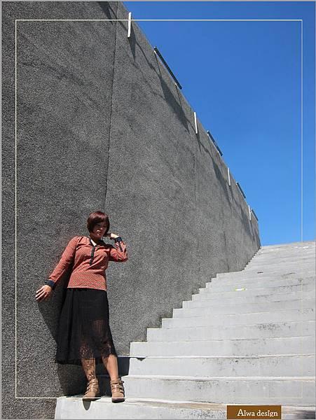 【穿搭】秋日LOOK,簡約氣質。穿上VINCE CAMUTO 扣環經典皮革短靴-06.jpg