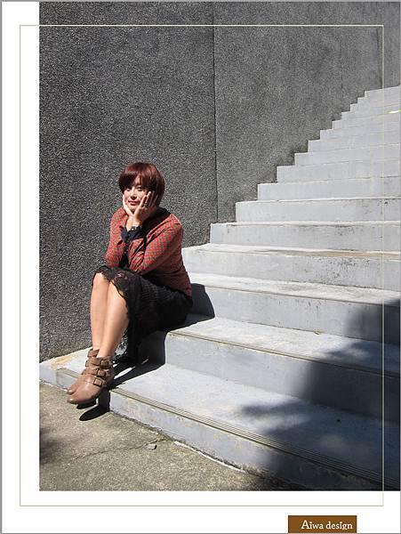 【穿搭】秋日LOOK,簡約氣質。穿上VINCE CAMUTO 扣環經典皮革短靴-07.jpg