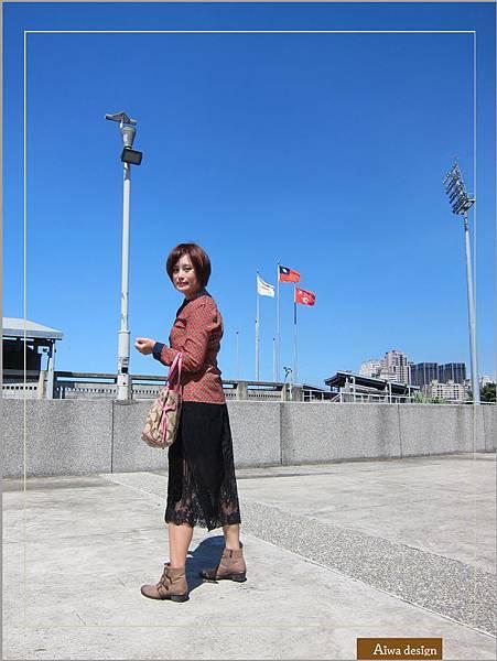 【穿搭】秋日LOOK,簡約氣質。穿上VINCE CAMUTO 扣環經典皮革短靴-11.jpg