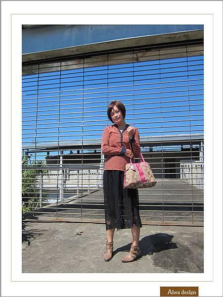 【穿搭】秋日LOOK,簡約氣質。穿上VINCE CAMUTO 扣環經典皮革短靴-13.jpg