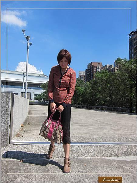 【穿搭】秋日LOOK,簡約氣質。穿上VINCE CAMUTO 扣環經典皮革短靴-16.jpg