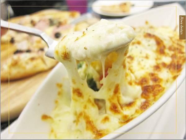 洋溢可愛鄉村風的轉角726,手工窯烤PIZZA,爽口滋味起司濃厚,義大利麵配料好豐盛-16.jpg