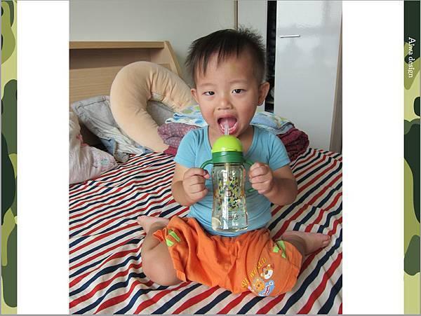 【育兒好物】小獅王辛巴─PPSU自動把手滑蓋杯240ml(迷彩),吸吮更順暢-01.jpg