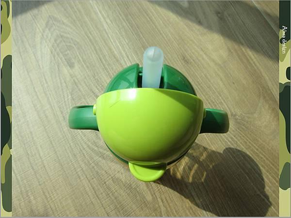 【育兒好物】小獅王辛巴─PPSU自動把手滑蓋杯240ml(迷彩),吸吮更順暢-10.jpg