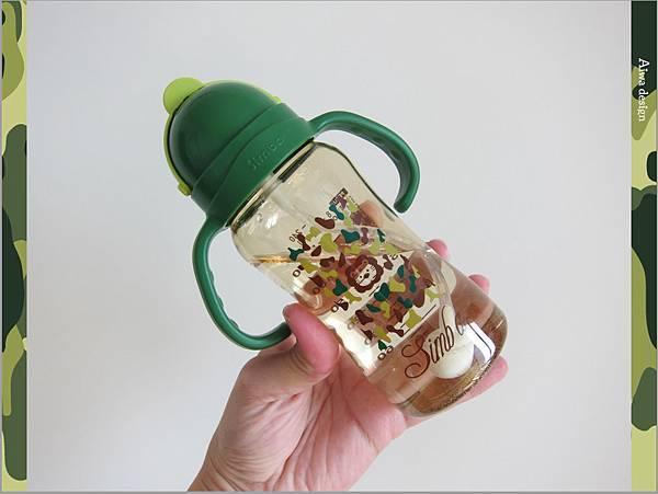 【育兒好物】小獅王辛巴─PPSU自動把手滑蓋杯240ml(迷彩),吸吮更順暢-18.jpg