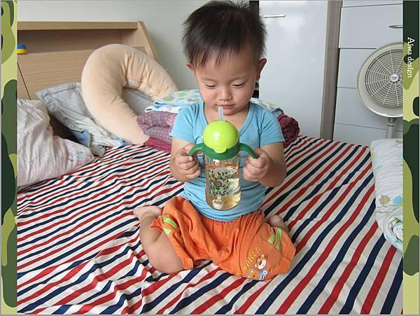 【育兒好物】小獅王辛巴─PPSU自動把手滑蓋杯240ml(迷彩),吸吮更順暢-19.jpg