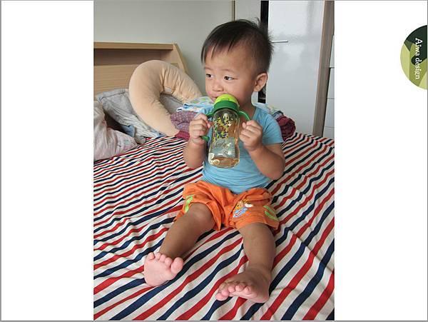 【育兒好物】小獅王辛巴─PPSU自動把手滑蓋杯240ml(迷彩),吸吮更順暢-31.jpg