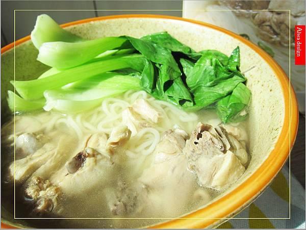 金博概念皇家松露雞湯,隨時享用如私廚現煮!湯汁清爽鮮甜。金博概念皇家番茄酢醬麵,只要5分鐘,在家輕鬆吃好料-15.jpg