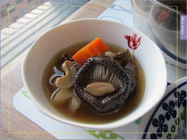 《華膳空廚》天涼就要喝湯啊!巴西蘑菇珍寶湯,融入蔬菜熬製而成的高湯,滋味鮮美甘甜-04.jpg