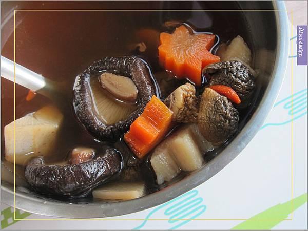 《華膳空廚》天涼就要喝湯啊!巴西蘑菇珍寶湯,融入蔬菜熬製而成的高湯,滋味鮮美甘甜-06.jpg